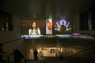 migration-stories_metro-portal_-sruti_video-projection-mapping_lasser_hobbs-with-srishti-students_mg_3162